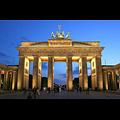 800px-Brandenburger_Tor_abends.jpg