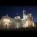 800px-Catedral_de_la_Almudena-Madrid-Nocturna.jpg